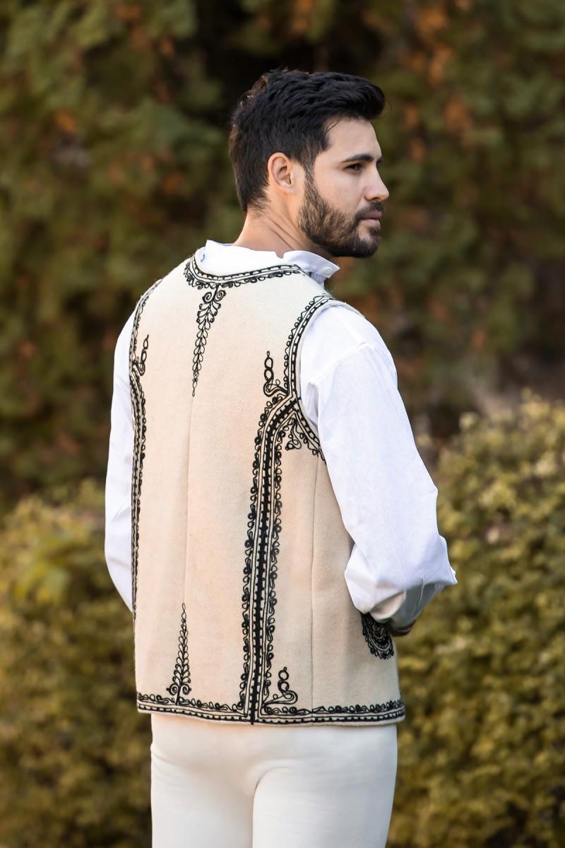 Bundita traditionala romaneasca din postav model Gorj