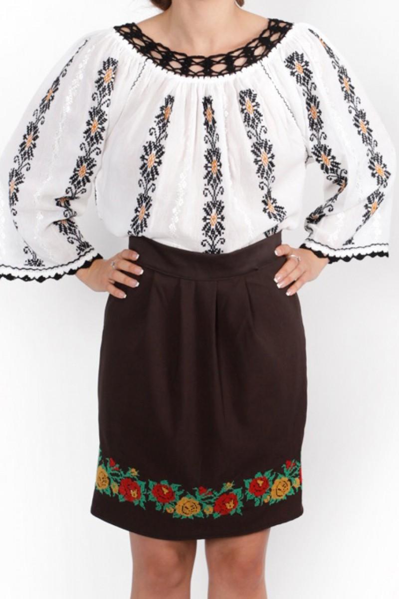 Ie romaneasca Maria lucrata manual cu fir negru si maro bluza traditionala